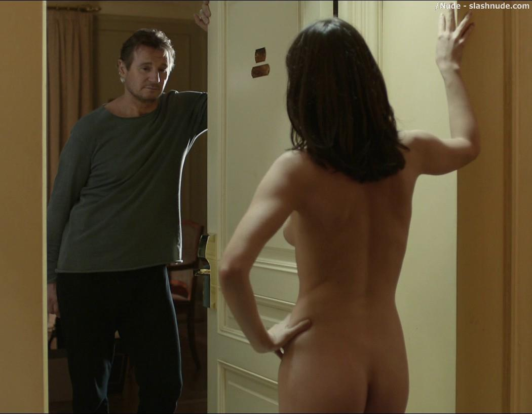 naked girl in hall