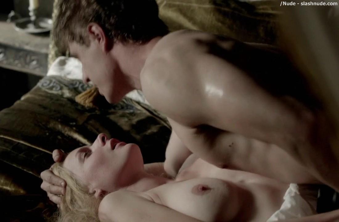 Mature sex fighting naked women