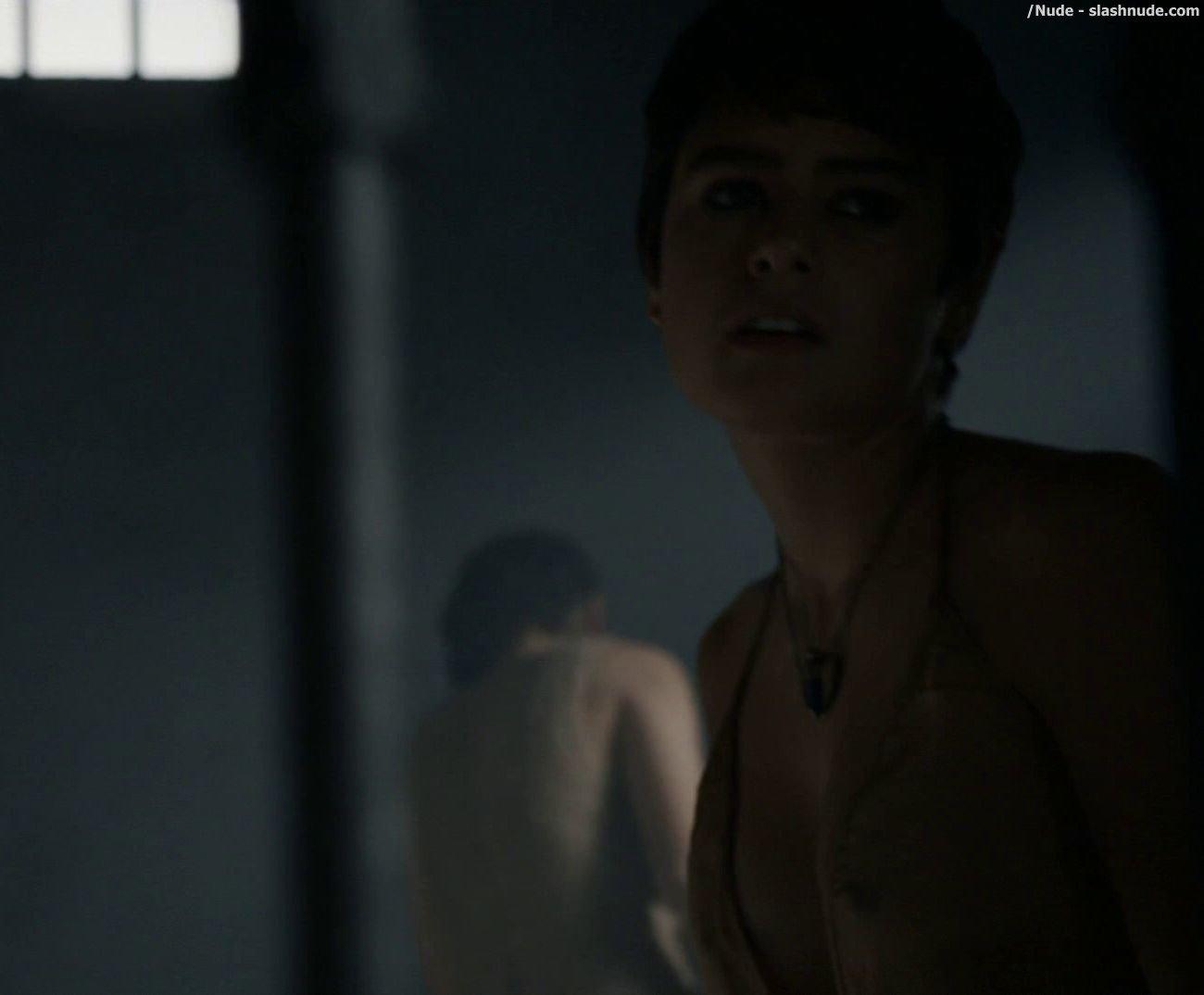 arab hot naked girl