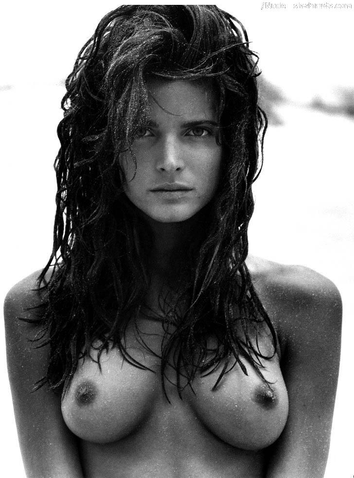 Stephanie Seymour Nude In Black And White Photos 9