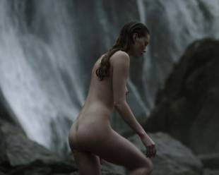 alyssa sutherland nude for a bath outdoors on vikings 5195 11