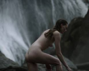 alyssa sutherland nude for a bath outdoors on vikings 5195 12