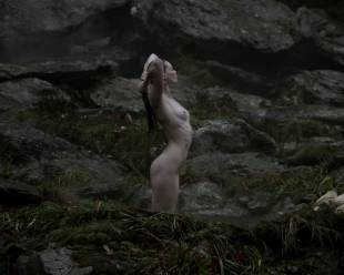 alyssa sutherland nude for a bath outdoors on vikings 5195 3