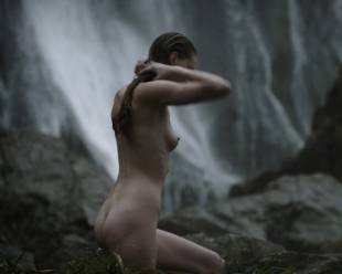 alyssa sutherland nude for a bath outdoors on vikings 5195 9