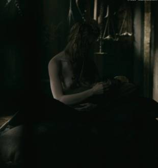 alyssa sutherland topless in vikings 1236 10