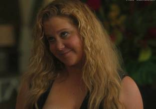 amy schumer topless in snatched 1585 1