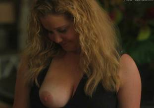 amy schumer topless in snatched 1585 2