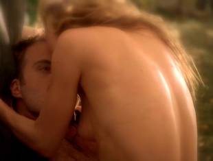 anna paquin nude brings light to season six of true blood 4348 22