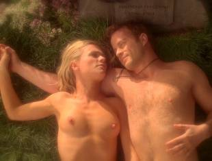anna paquin nude in daylight grass on true blood 7365 11