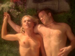 anna paquin nude in daylight grass on true blood 7365 8