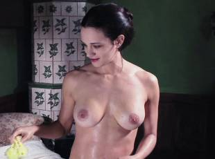 asia argento nude for a fun bath in dracula 8439 10