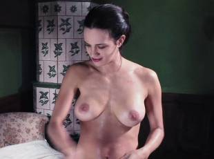asia argento nude for a fun bath in dracula 8439 12
