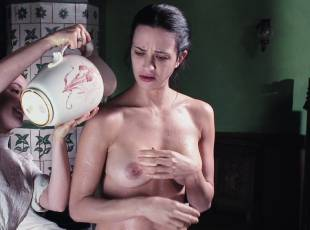 asia argento nude for a fun bath in dracula 8439 15