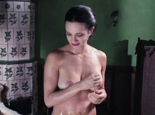 asia argento nude for a fun bath in dracula 8439 18