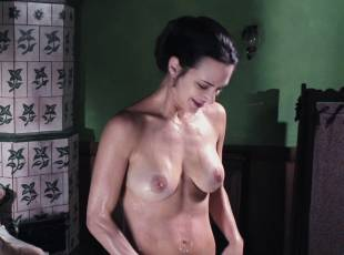 asia argento nude for a fun bath in dracula 8439 19
