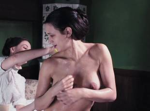 asia argento nude for a fun bath in dracula 8439 2
