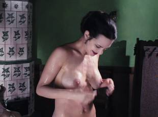 asia argento nude for a fun bath in dracula 8439 20