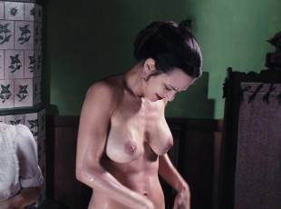 asia argento nude for a fun bath in dracula 8439 22