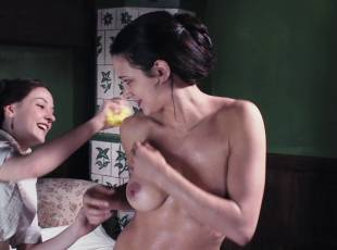 asia argento nude for a fun bath in dracula 8439 3