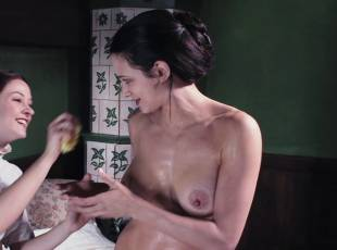 asia argento nude for a fun bath in dracula 8439 4