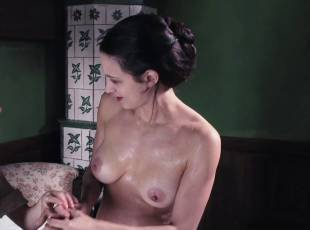 asia argento nude for a fun bath in dracula 8439 6