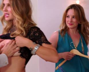 beau garrett topless for squeeze in girlfriends guide to divorce 5691 12