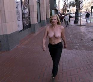 chelsea handler topless in chelsea does silicon valley 1013 4