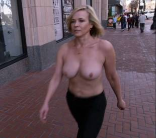 chelsea handler topless in chelsea does silicon valley 1013 9