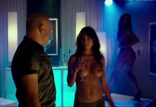 christine bently topless in hot tub time machine 2 5363 4
