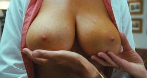 christine smith topless breasts squeezed by cameron diaz 6187 1