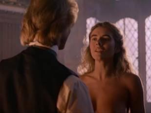 elizabeth hurley nude in aria 3465 10