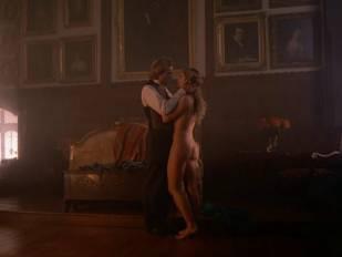 elizabeth hurley nude in aria 3465 13