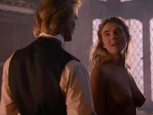 elizabeth hurley nude in aria 3465 4