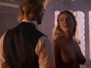elizabeth hurley nude in aria 3465 5