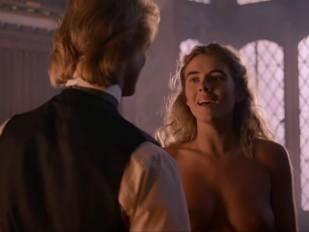 elizabeth hurley nude in aria 3465 7