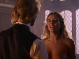 elizabeth hurley nude in aria 3465 9