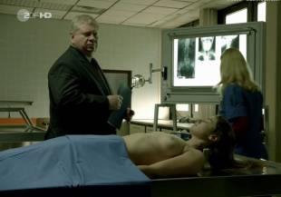 elodie houdas topless in der staatsanwalt 8008 10