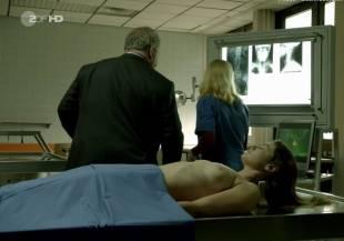elodie houdas topless in der staatsanwalt 8008 11