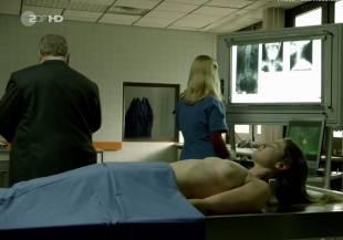 elodie houdas topless in der staatsanwalt 8008 12
