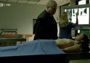 elodie houdas topless in der staatsanwalt 8008 2