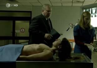 elodie houdas topless in der staatsanwalt 8008 4