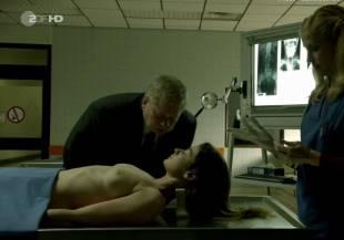 elodie houdas topless in der staatsanwalt 8008 5