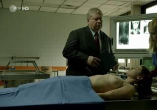 elodie houdas topless in der staatsanwalt 8008 8