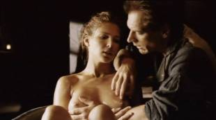 elsa pataky nude to be touched in the tub in romasanta 4810 8