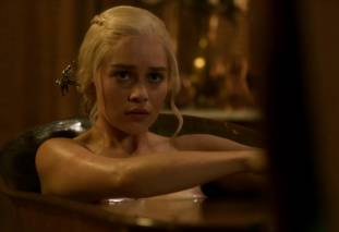 emilia clarke nude out of the bath on game of thrones 2410 1