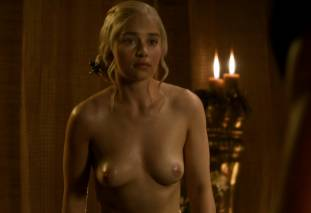 emilia clarke nude out of the bath on game of thrones 2410 10