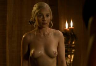 emilia clarke nude out of the bath on game of thrones 2410 11