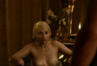 emilia clarke nude out of the bath on game of thrones 2410 7