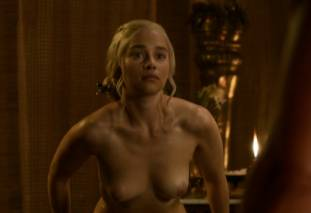 emilia clarke nude out of the bath on game of thrones 2410 8