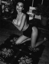 emily ratajkowski nude to play with her hair 9501 1